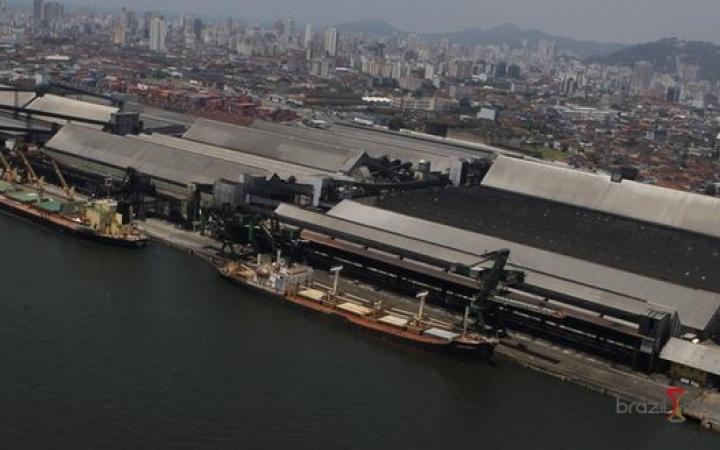 Porto de Santos registra novos recordes